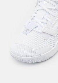 Jordan - WHY NOT ZER0.4 BG UNISEX - Basketball shoes - white/metallic silver - 5