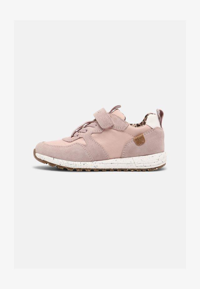 ALBEN GIRL WWF - Sneakers basse - light rose