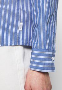 Marc O'Polo DENIM - BLOUSE HALF BUTTON PLACKET LONGSLEEVE - Button-down blouse - blue - 5