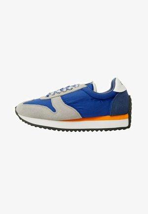 Sneakers laag - elektrischblau