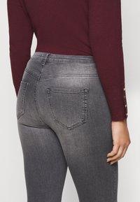 JUNAROSE - by VERO MODA - JRFIVEALLICA - Slim fit jeans - medium grey denim - 5