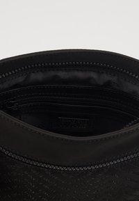Versace Jeans Couture - Taška spříčným popruhem - black - 5