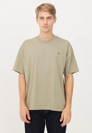 Print T-shirt - orbgrn