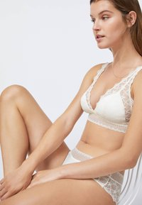 OYSHO - Triangle bra - white - 3