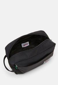 Tommy Jeans - WASHBAG - Wash bag - black - 2