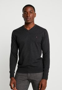 Tommy Hilfiger - BLEND VNECK - Strikkegenser - jet black heather - 0