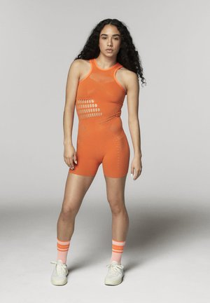TRUESTRENGTH WARP KNIT ONESIE SHORTS - Gym suit - orange