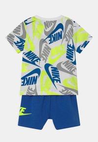 Nike Sportswear - FUTURA SET - Trainingsbroek - blue/neon green - 1