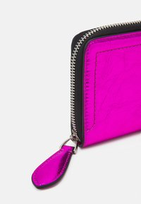 KARL LAGERFELD - IKONIK 3D PIN FOLD - Peněženka - pink - 4
