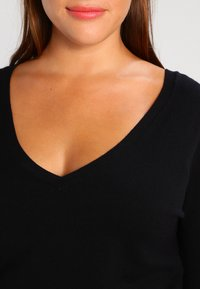Zalando Essentials Curvy - Jumper - black - 3