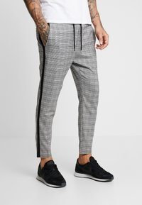 Only & Sons - ONSLINUS CROPPED CHECK TAPE PANT - Bukser - medium grey melange - 0