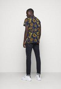 Versace Jeans Couture - T-shirt imprimé - multi - 2