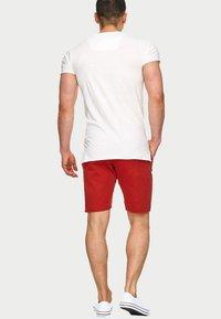 INDICODE JEANS - CARVER - Denim shorts - red - 2