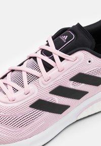 adidas Performance - SUPERNOVA - Neutrala löparskor - core black/footwear white - 5