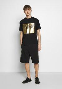 Versace Jeans Couture - LOGO - Pantalon de survêtement - black - 1
