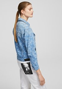 KARL LAGERFELD - Kurtka jeansowa - printed denim - 2