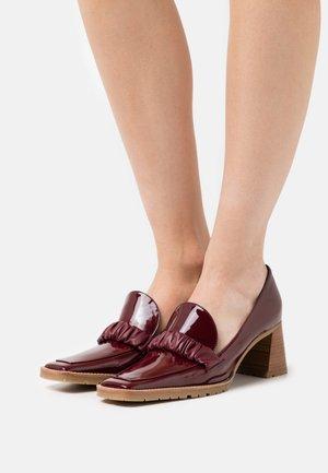 CHOUCHOU HEEL LOAFER - Classic heels - burgundy