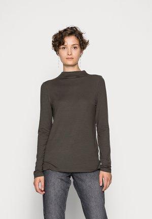 VMAVA H NECK - Long sleeved top - peat
