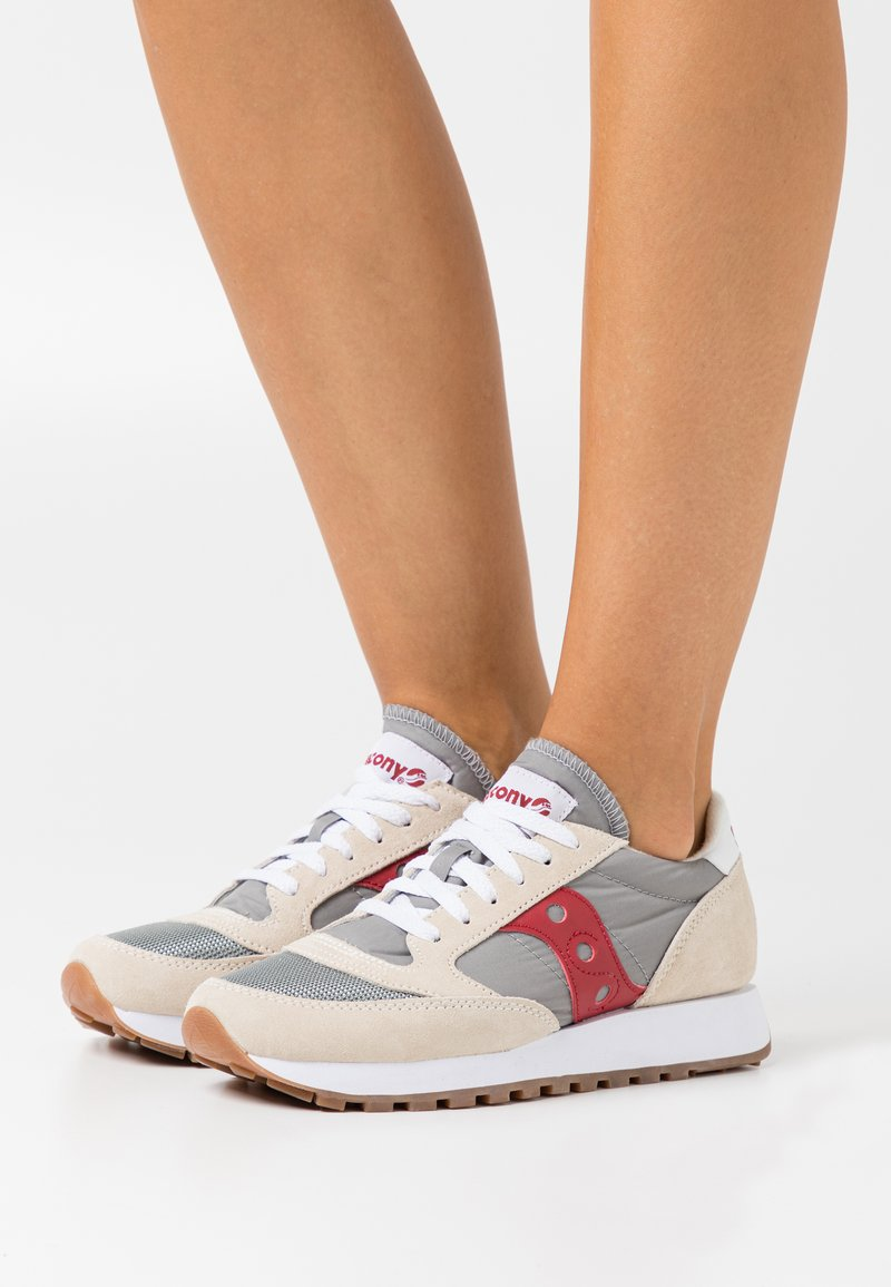 Saucony - JAZZ VINTAGE - Trainers - marshmallow/grey/red