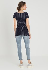Zalando Essentials Maternity - T-shirt z nadrukiem - maritime blue/white - 2