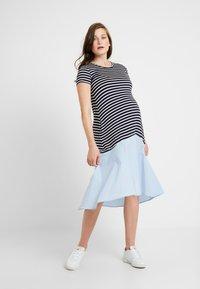Attesa Maternity - RIGHE+COTONE - Sukienka z dżerseju - light blue - 0