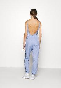 adidas Originals - SPORTS INSPIRED PANTS - Tracksuit bottoms - chalk blue - 2