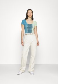 BDG Urban Outfitters - TIE DYE SCOOP BABY TEE - T-shirts med print - blue - 1