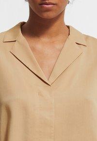 comma - BOXY - Button-down blouse - sahara - 2
