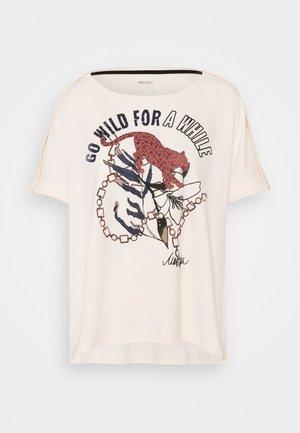 T-shirts med print - panna cotta