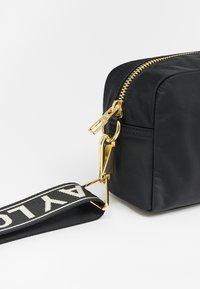 Bimba Y Lola - Across body bag - black - 5