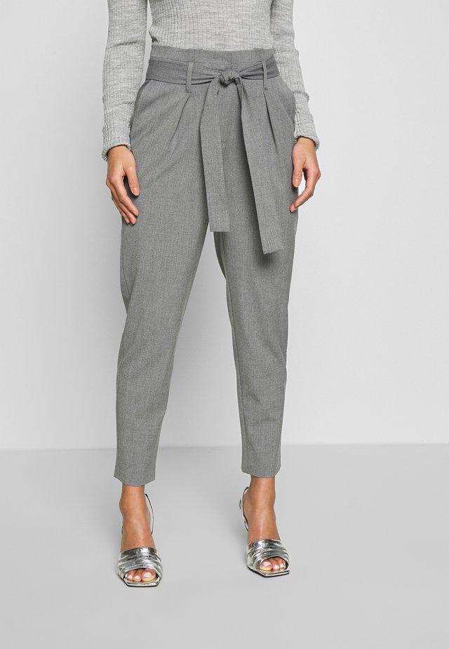ONLNICOLE PAPERBAG ANKEL PANTS - Pantalon classique - light grey melange