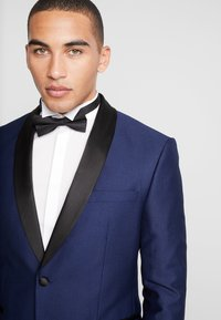 Isaac Dewhirst - FASHION TUX - Garnitur - dark blue - 6