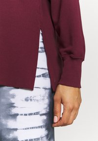 Nike Performance - YOGA COVER UP - Sweatshirt - night maroon/dark beetroot - 3