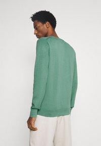 Tommy Hilfiger - ZIG ZAG STRUCTURE - Stickad tröja - glazed green - 2