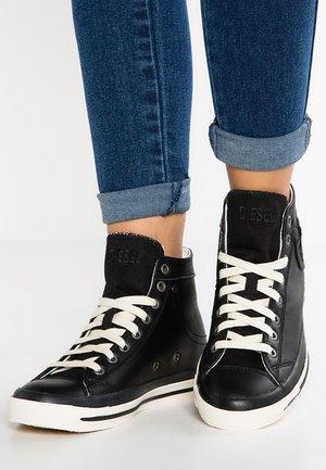 MAGNETE EXPOSURE IV - Sneakersy wysokie - black
