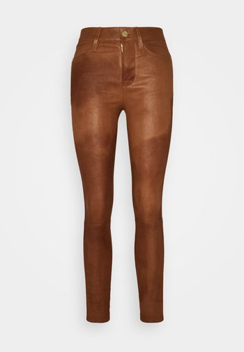 LE HIGH SKINNY - Leather trousers - tobacco
