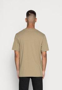 adidas Originals - TECH TEE - Print T-shirt - orbit green - 2