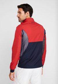 Lacoste Sport - TENNIS JACKET DJOKOVIC - Träningsjacka - tokyo red/navy blue - 2