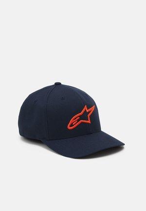 AGELESS CURVE HAT UNISEX - Pet - navy/orange