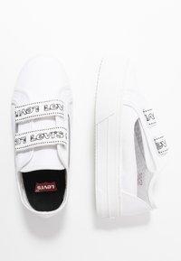 Levi's® - TIJUANA - Sneakers laag - brilliant white - 3
