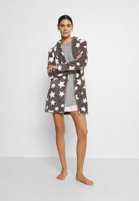 Marc O'Polo - SLEEPSHIRT CREW NECK - Pyjama top - grau - 1