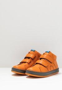 Camper - RUNNER FOUR KIDS - Zapatillas altas - medium orange - 3