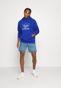 adidas Originals - HOOD OUT - Hoodie - royal blue - 1