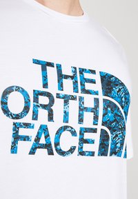 The North Face - STANDARD TEE - Print T-shirt - white/clear lake blue - 5