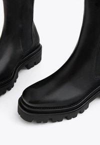 Uterqüe - Kotníková obuv - black - 4