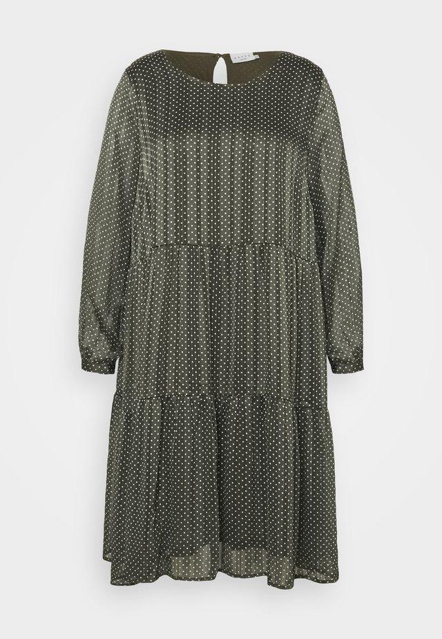 KCAGNETE DRESS - Sukienka letnia - grape leaf/chalk/gold