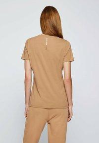 BOSS - Print T-shirt - light brown - 2
