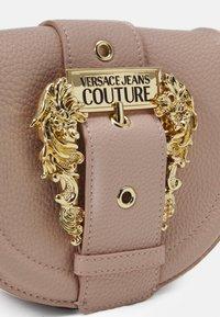 Versace Jeans Couture - CROSSBODY - Across body bag - nudo - 6