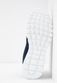 Skechers Wide Fit - GRACEFUL WIDE FIT - Zapatillas - navy/hot pink - 6