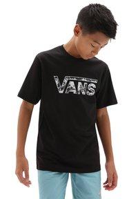 Vans - BY VANS CLASSIC LOGO FILL BOYS - T-shirt con stampa - black/tie dye skull - 0